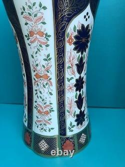 New Royal Crown Derby 1st Quality Old Imari Solid Gold Band 12 Column Vase